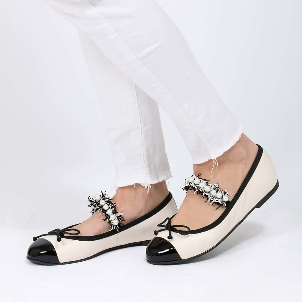 Pearl|שחור|לבן|נעלי בובה|נעלי בלרינה|נעליים שטוחות|נעליים נוחות|ballerinas