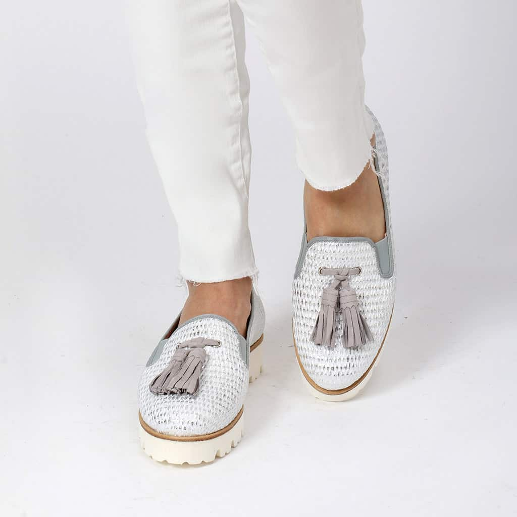 Betina|לבן|כסף|אפור|נעלי בובה|נעלי בלרינה|נעליים שטוחות|נעלי פלטפורמה|ballerinas
