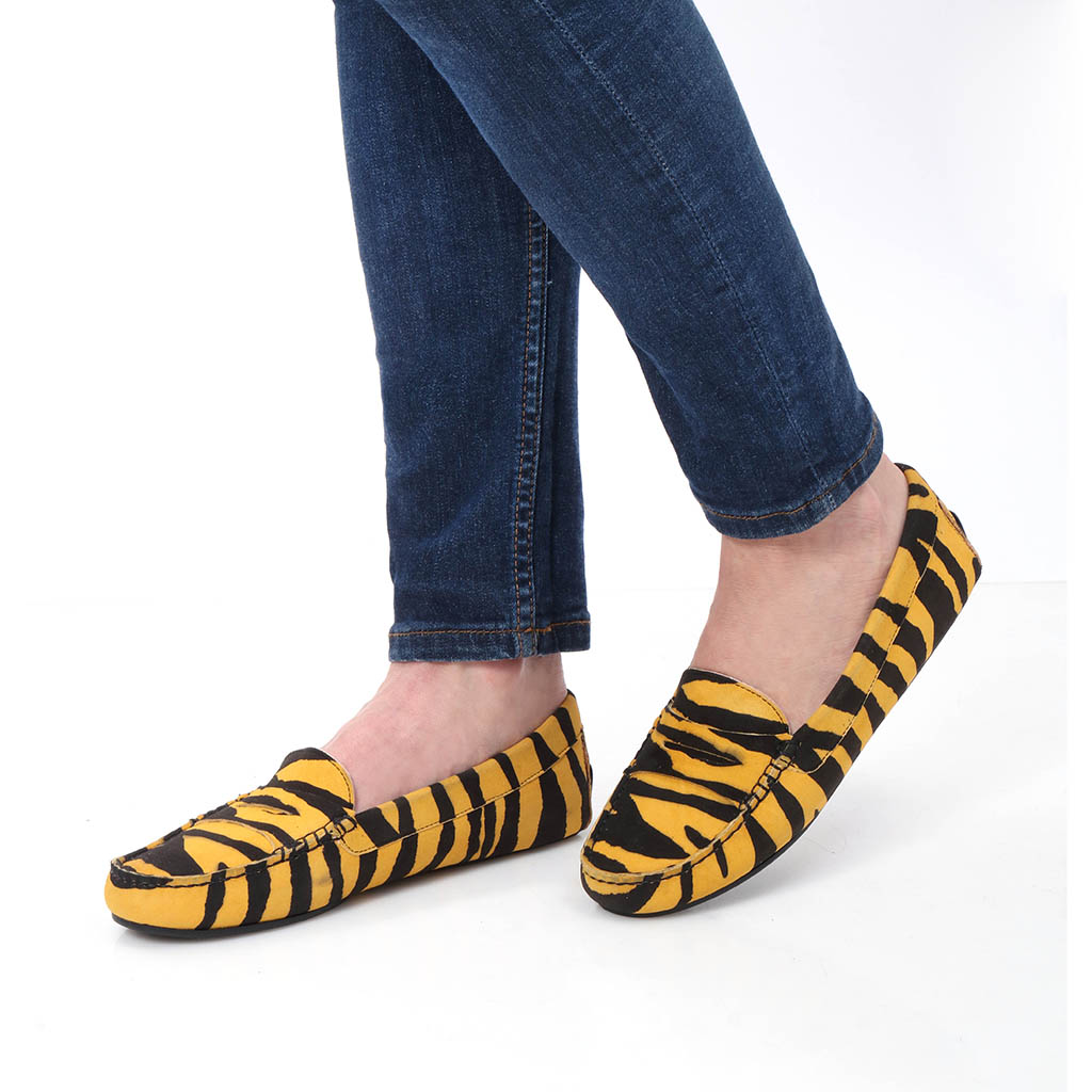 Savanna צהוב שחור מוקסין מוקסינים נעליים שטוחות moccasin